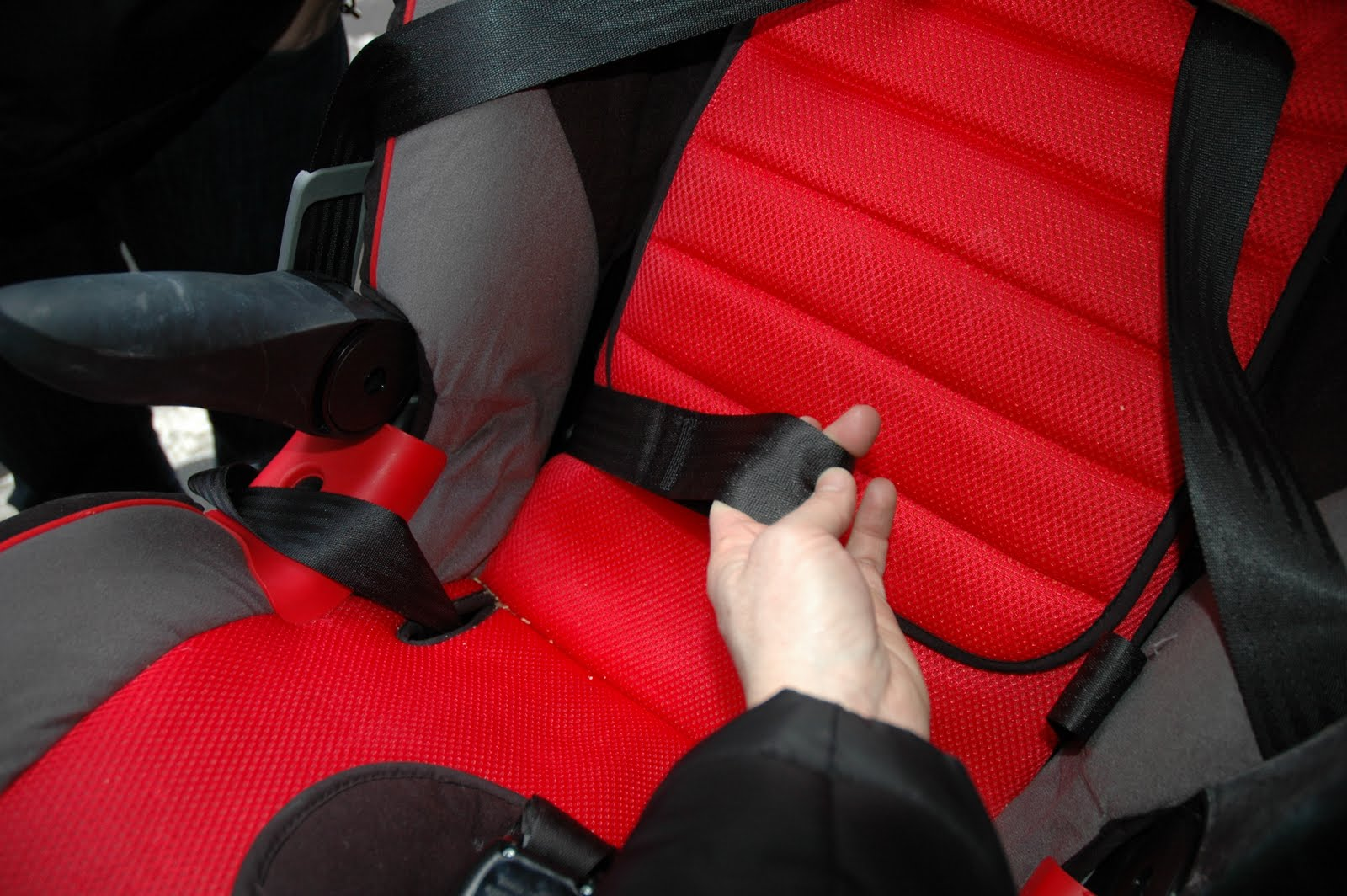 Pulling The Tail Of Vehicles Lap Belt From INSIDE Car Seat
