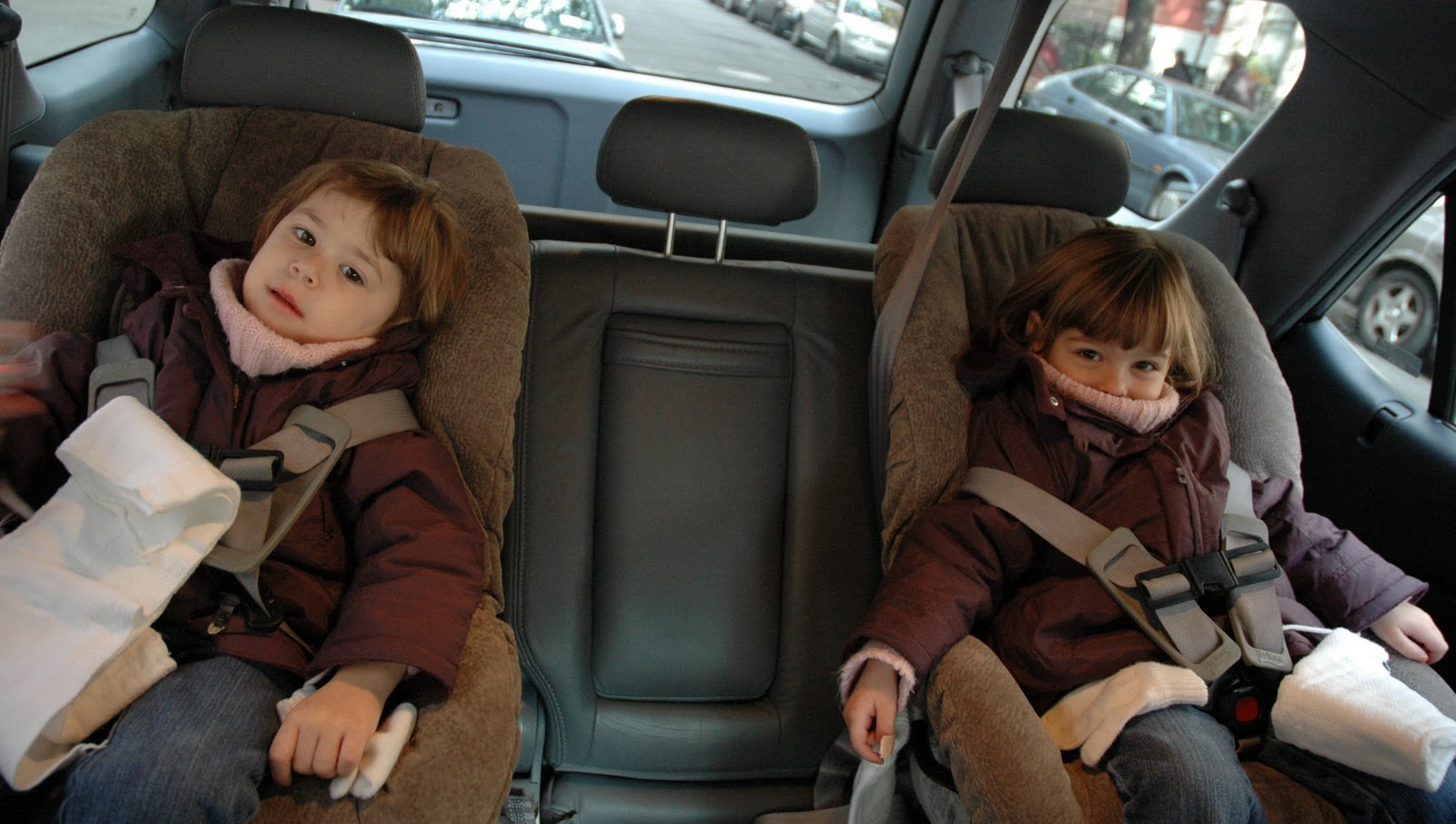 most coats car seats are not a safe combo learn how to keep kids warm safe the car. Black Bedroom Furniture Sets. Home Design Ideas