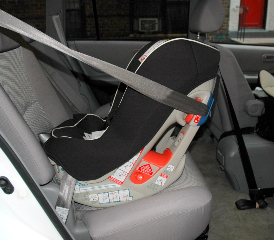 Combi Coccoro installed with seat belt and rear-facing tether (Swedish style)